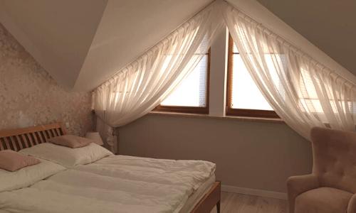 okno sypialnia firana